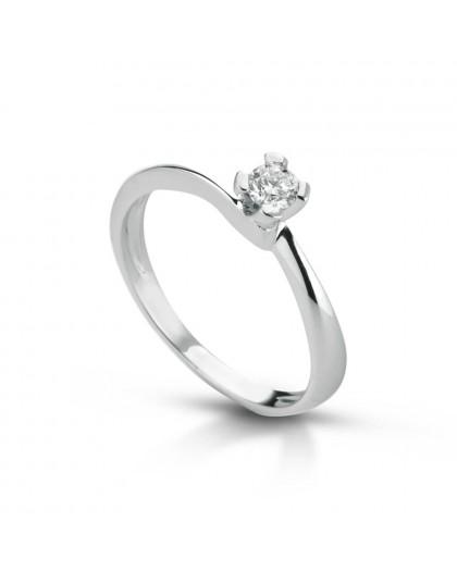 Anello Solitario in oro bianco con diamanti ANSOL4